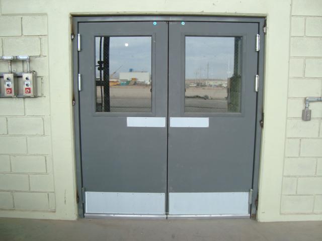 Puertas de salida de emergencia industrial alzer s a de for Puerta industrial